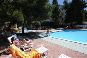 hotel mediterraneo piscina
