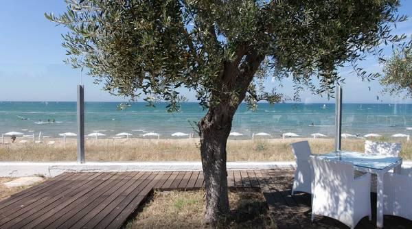 Cala azzurra villaggio sul mare a vieste for Culla azzurra