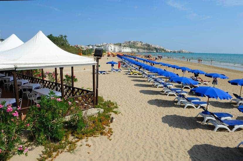 Spiaggia pizzomunno vieste spiaggia in sabbia lungomare for Appartamenti vieste