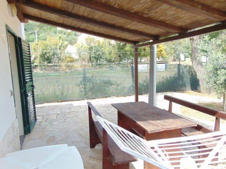 Villa zanzarelli appartamenti lungomare mattei vieste for Piani di veranda coperta